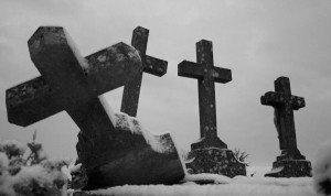 tomb_tombe_cimetiere_cemetery_croix_cross_noir_blanc_black_white-300x178