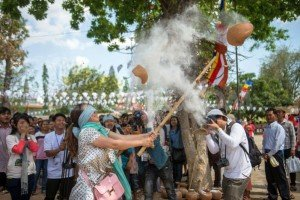 1397102944-cambodian-village-festival-welcomes-khmer-new-year_4423568